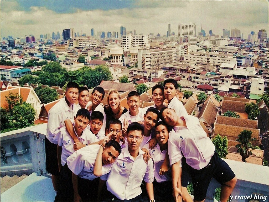 How can I teach English to a foreign student in high school?
