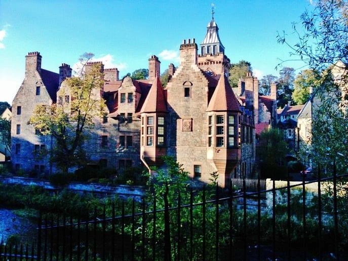 travel guide on Edinburgh