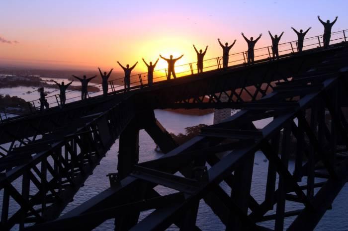 Sydney Harbour Bridge montée au crépuscule