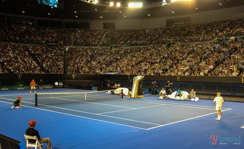 Federer vs Rod Laver (1)