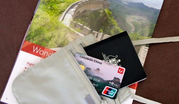 LoadGo-China-passport-1-600-x-349 ▷ Comente 34 cosas esenciales que debe saber antes de visitar China por los mejores países para visitar fuera de temporada