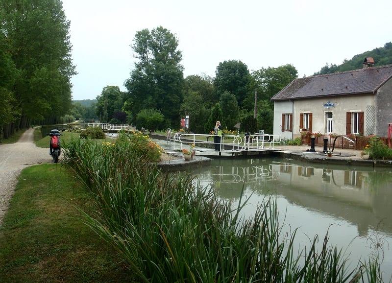 Écluse 32S Gissey Burgundy Canal France