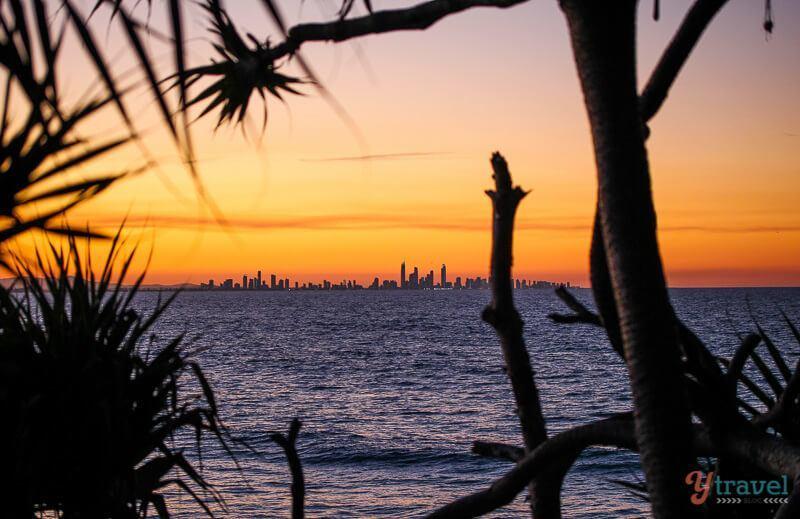 Coucher de soleil sur les rochers Snapper, Gold Coast, Australie