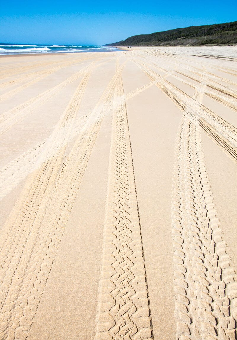 Drive 4x4 along 75 Mile Beach - things to do on Fraser Island in Australia