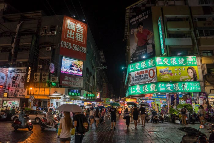 Looking for Taiwan Travel Tips? Shopping in the night markets is always a great thing to do. Here are the best things to do in Taiwan with kids