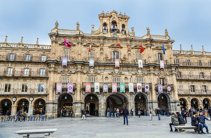 Town-Hall-of-Salamanca-Spain ▷ Comente sobre Cómo viajar a Europa con un presupuesto (+ 5 destinos europeos de presupuesto) en 15 formas más baratas de viajar Europa - 10Votados | Revisalo ahora