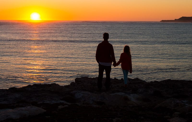 Sunset over Waterloo Bay, Elliston is a must have experience on your road trip with kids in South Australia. Click to read more tips on things to do on the Eyre Peninsula