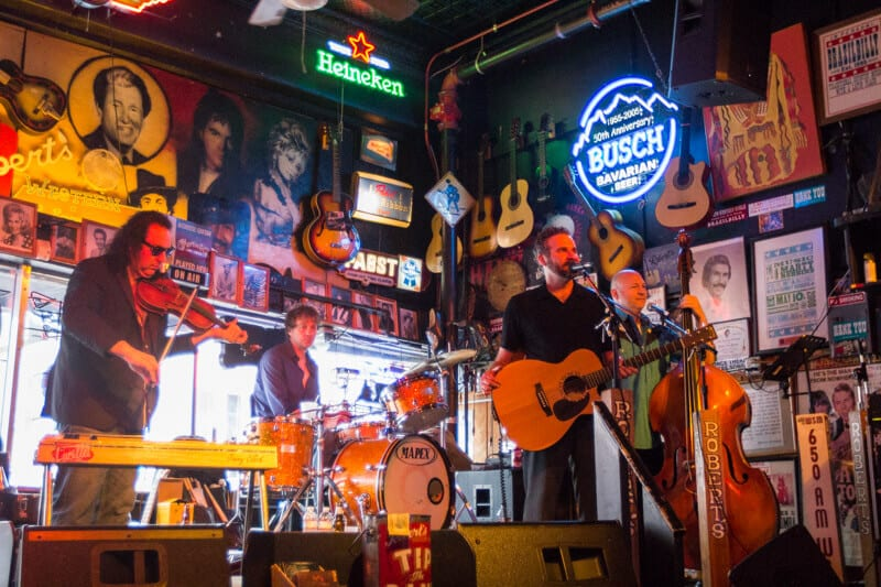 Roberts Western World Honky Tonk Bar - kid friendly