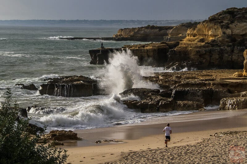 Unlike most beaches in Algarve, Praia Evaristo is better to visit at high tide