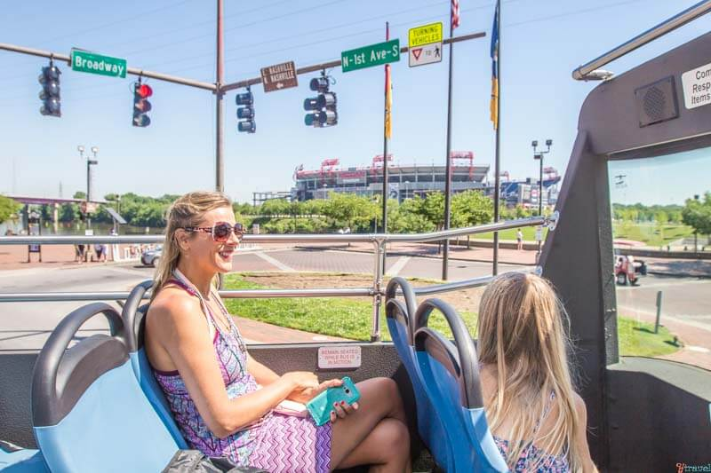 Hop on off bus - things to do in Nashville with kids