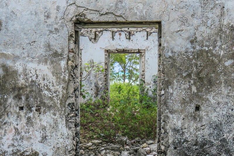 Ruinas de plantaciones en Cat Island Bahamas.