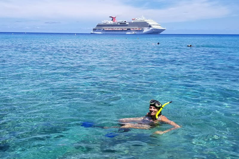 Snorkeling at the Marine Park on Grand Cayman Islands