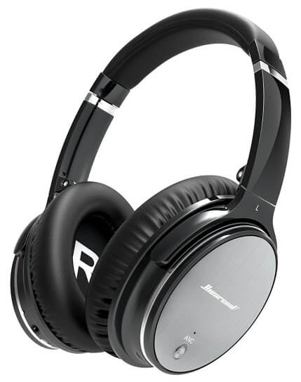 Noise cancelling headphones - one of the best travel accessories