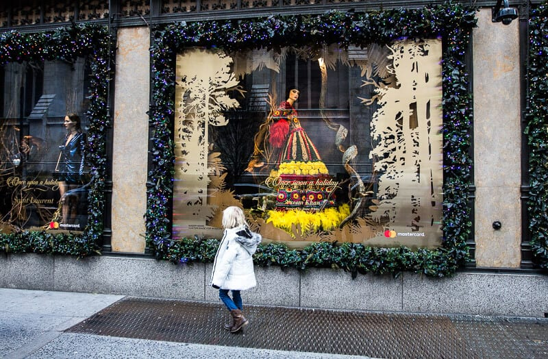 Saks 5th avenue window displays Things to do in New York at Christmas