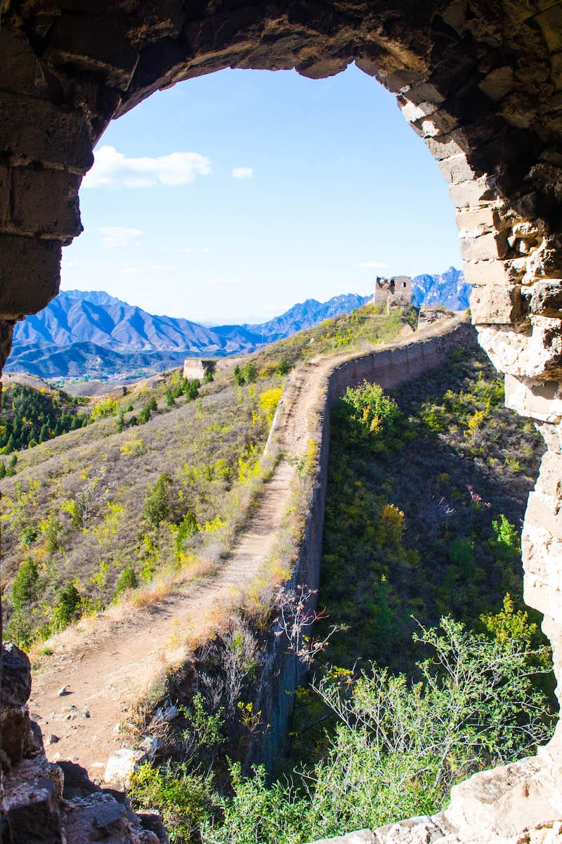 Hike the Great Wall of China - tips for a 2 week China itinerary inside