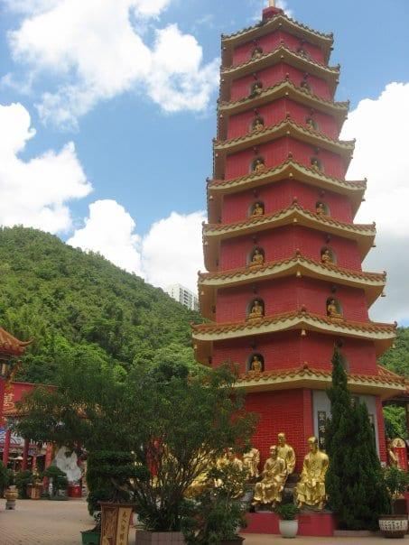 10 000 buddha monastery hong kong hike