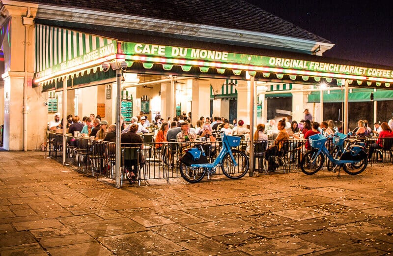 Cafe Du Monde - one of the popular restaurants in New Orleans