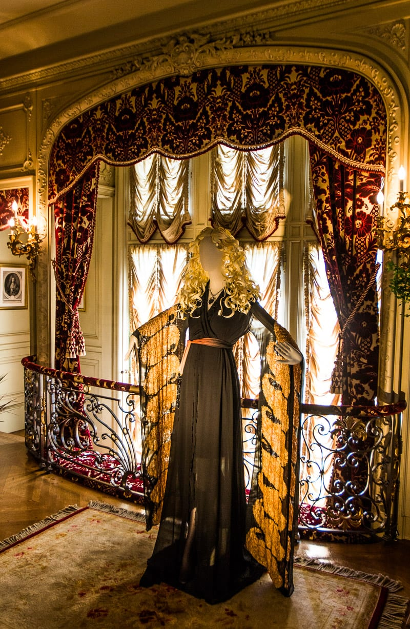 Biltmore House Titanic costume Display (1)