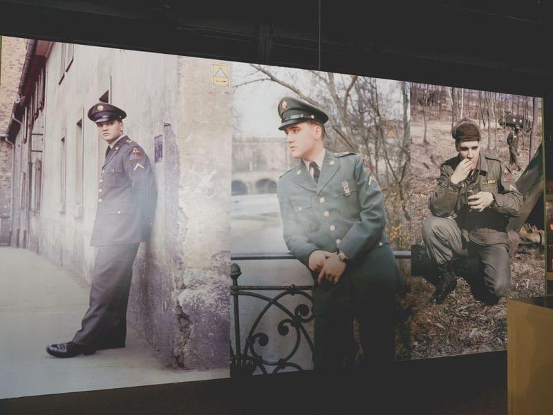Elivs Presley Army visites de Memphis Gracleand