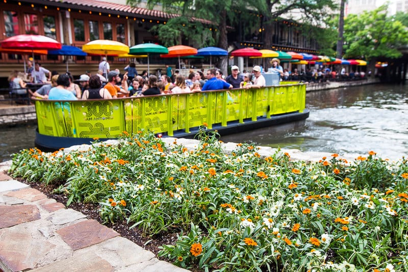 boat cruise tour san antonio river walk texas