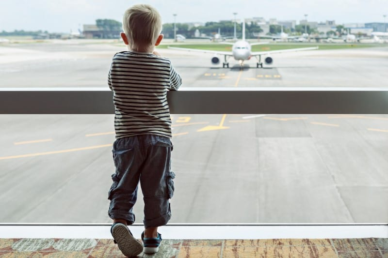 how to survive and international flight with kids (800 x 533)