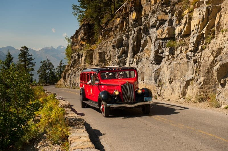 REd bus tour Going to the Sun Glacier Montana (800 x 532)