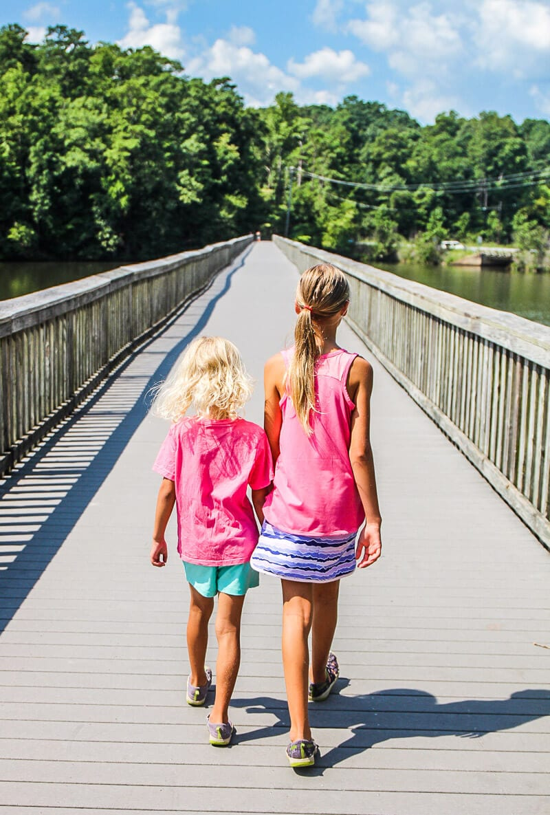 Columbia clothing is perfect for trail walks around a lake - click through to see more Columbia apparel and tips for what to wear for travel and leisure!