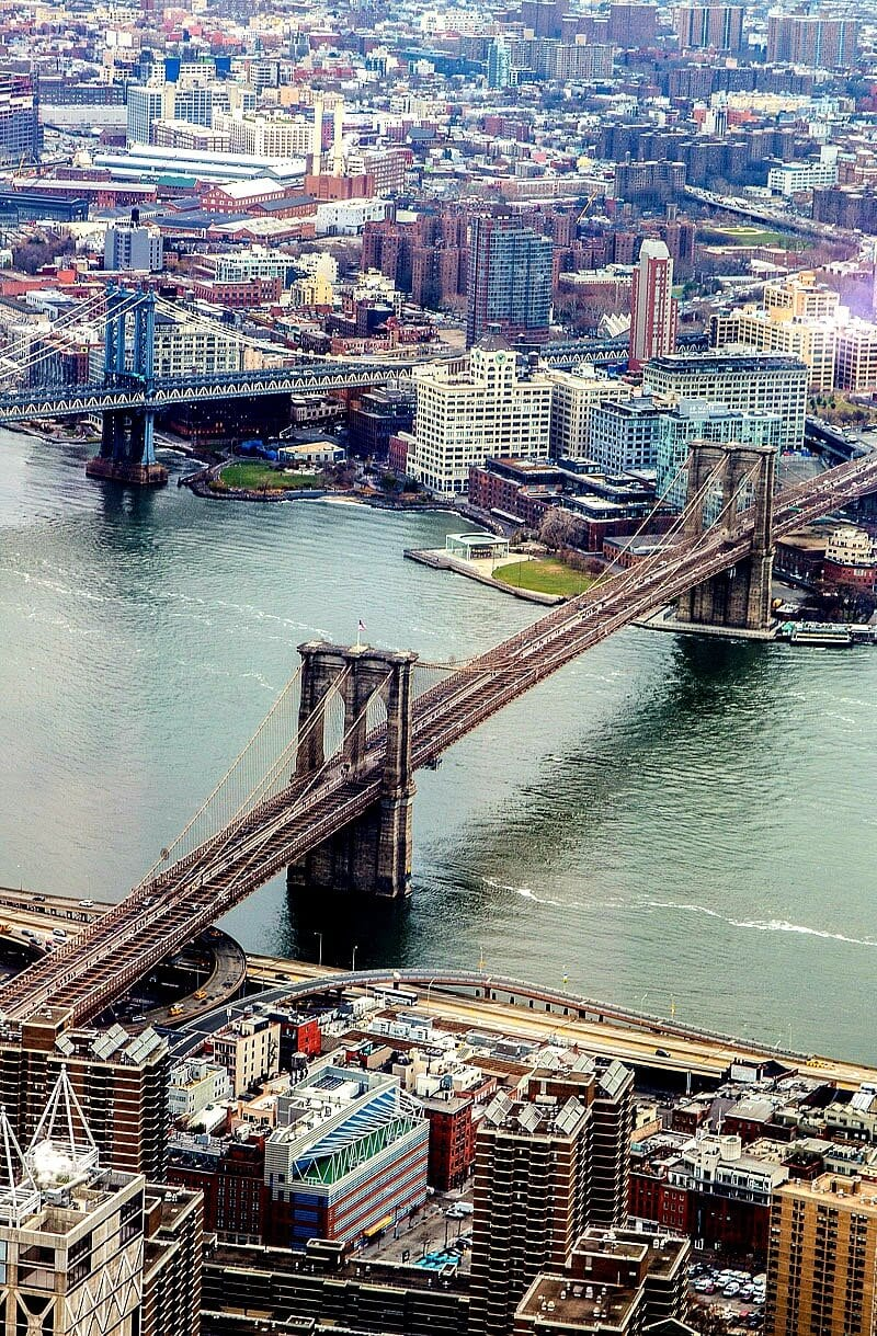 USA Travel Tips - 11 tips for planning a trip to the USA to see iconic places like the Brooklyn Bridge in NYC. Click inside now for tips!