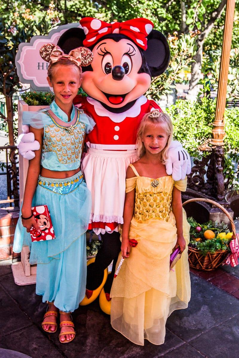 MEeting minnie mouse Disneyland Anaheim