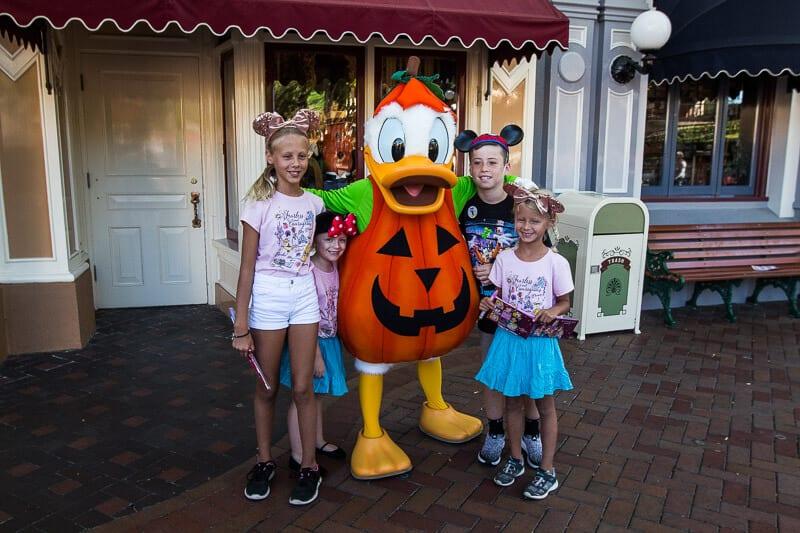 Meeting Donald Duck in Disneyland