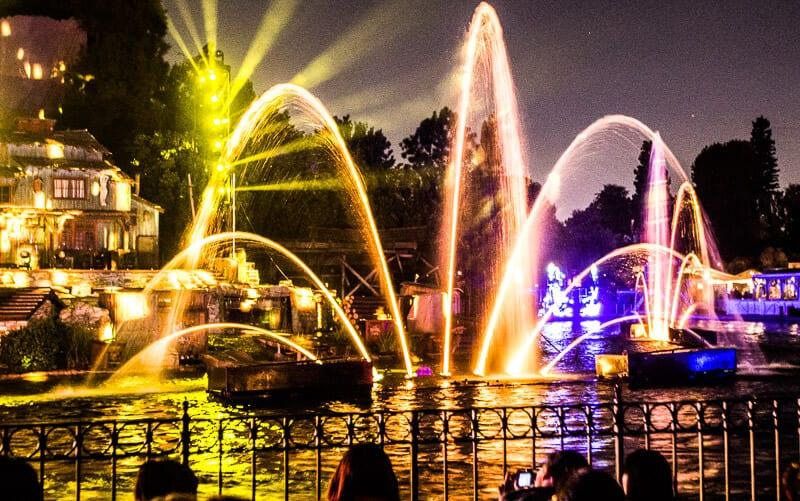 Fantasmic Night Show, Disneyland