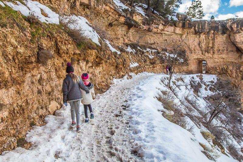 Sentier des anges lumineux du Grand Canyon en hiver