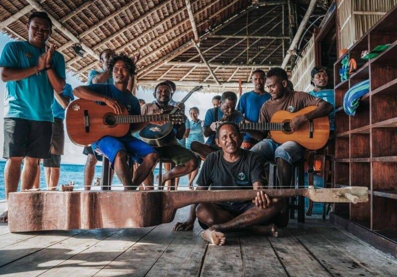 experiencias culturales raja ampat indonesia