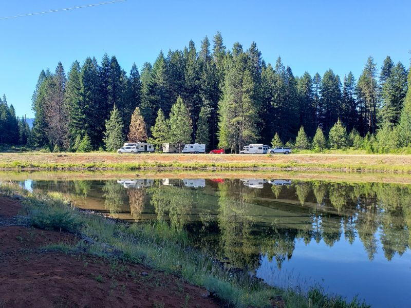 This image has an empty alt attribute; its file name is Umpqua-national-forest-free-camping.jpg