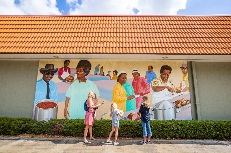 Eddie Mae Henderson mural in Lake Placid, Florida