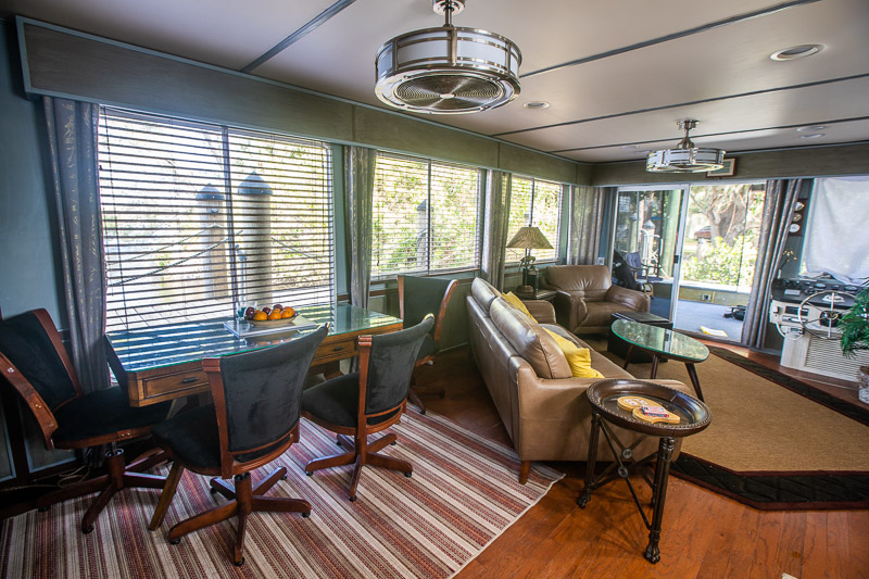 rent a houseboat with kids