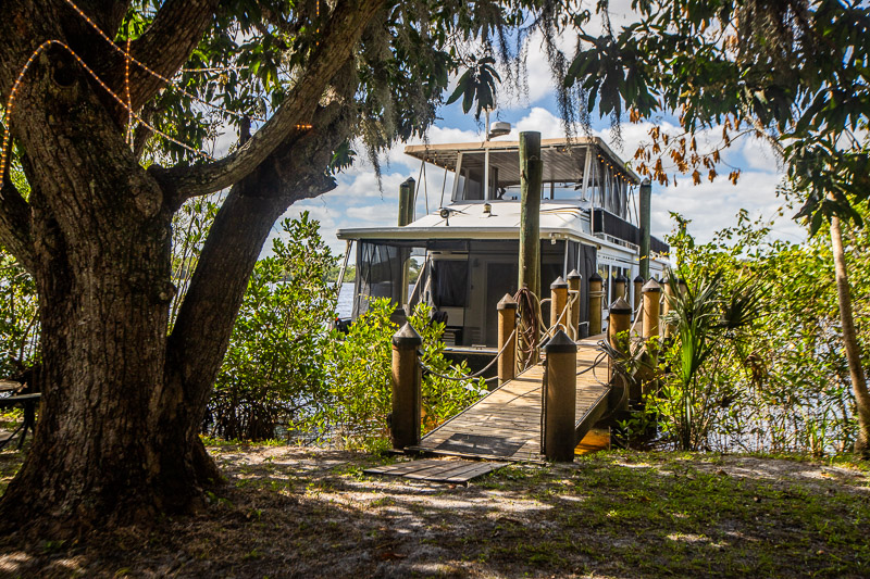 Houseboat rental in Florida we found on VRBO.