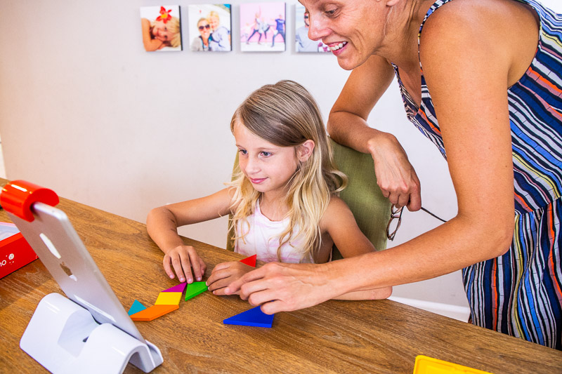 Healthy screen time playing Osmo